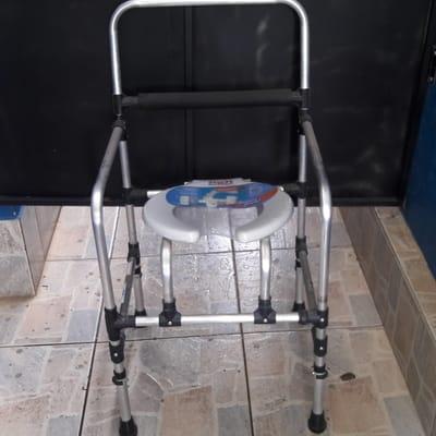 Cadeira de Banho Em Alumínio